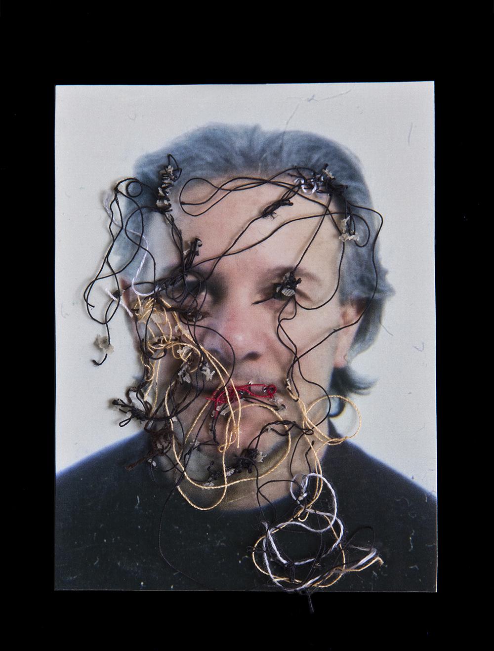 Mi profesor de acordeón, Lino A flor de piel, 09. 10x15 cm. Fotografía, hilo y piel. 2012