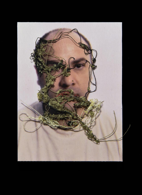 Papá A flor de piel, 10. 10x15 cm. Fotografía, hilo y piel. 2012