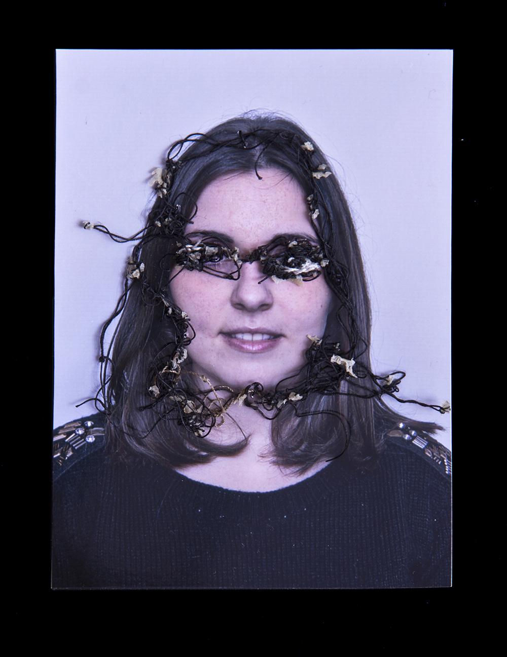 Mi ex novia Tamara A flor de piel, 11. 10x15 cm. Fotografía, hilo y piel. 2012
