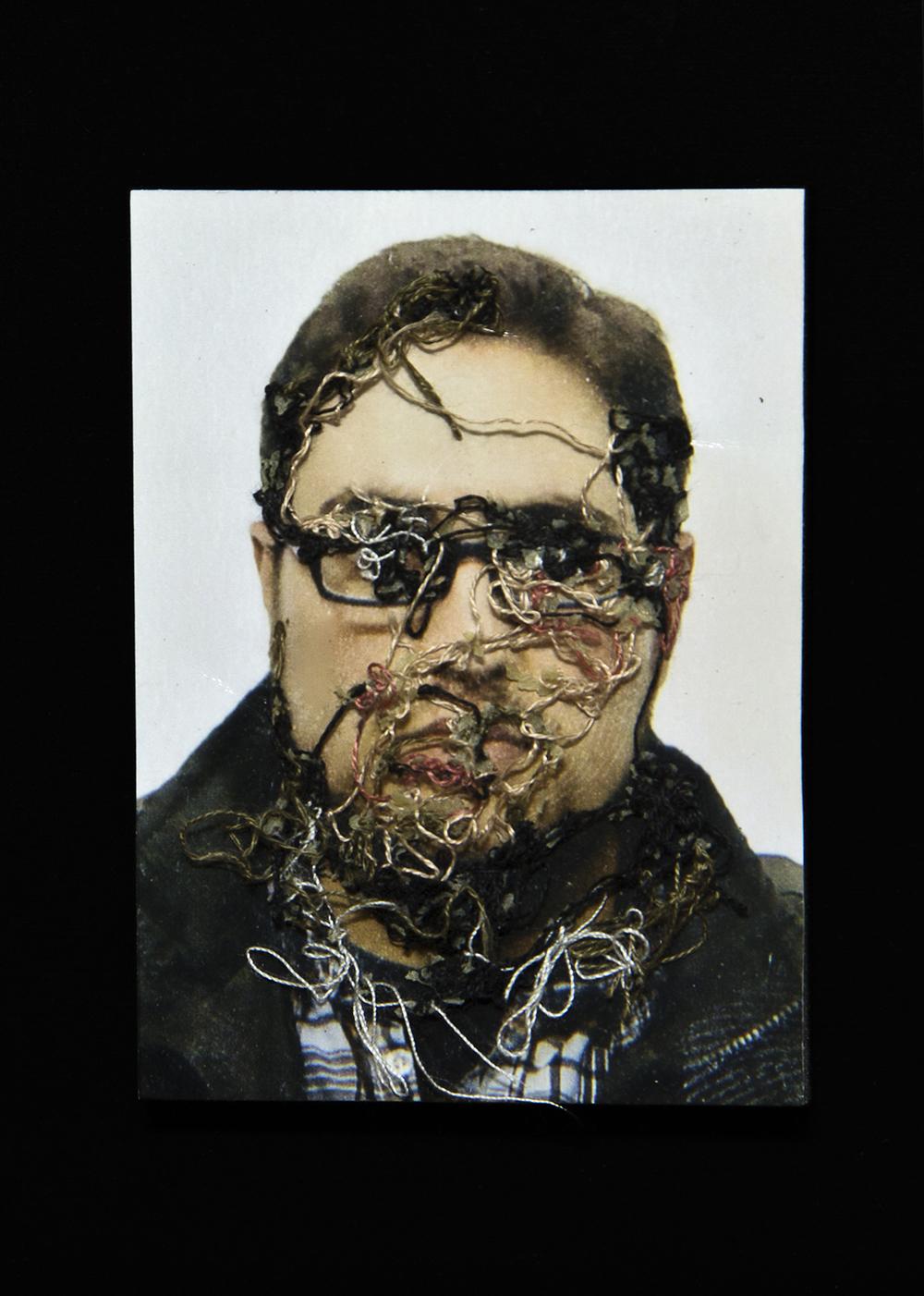 Mi amigo Carlos. A flor de piel, 16. 10x15 cm. Fotografía, hilo y piel. 2013