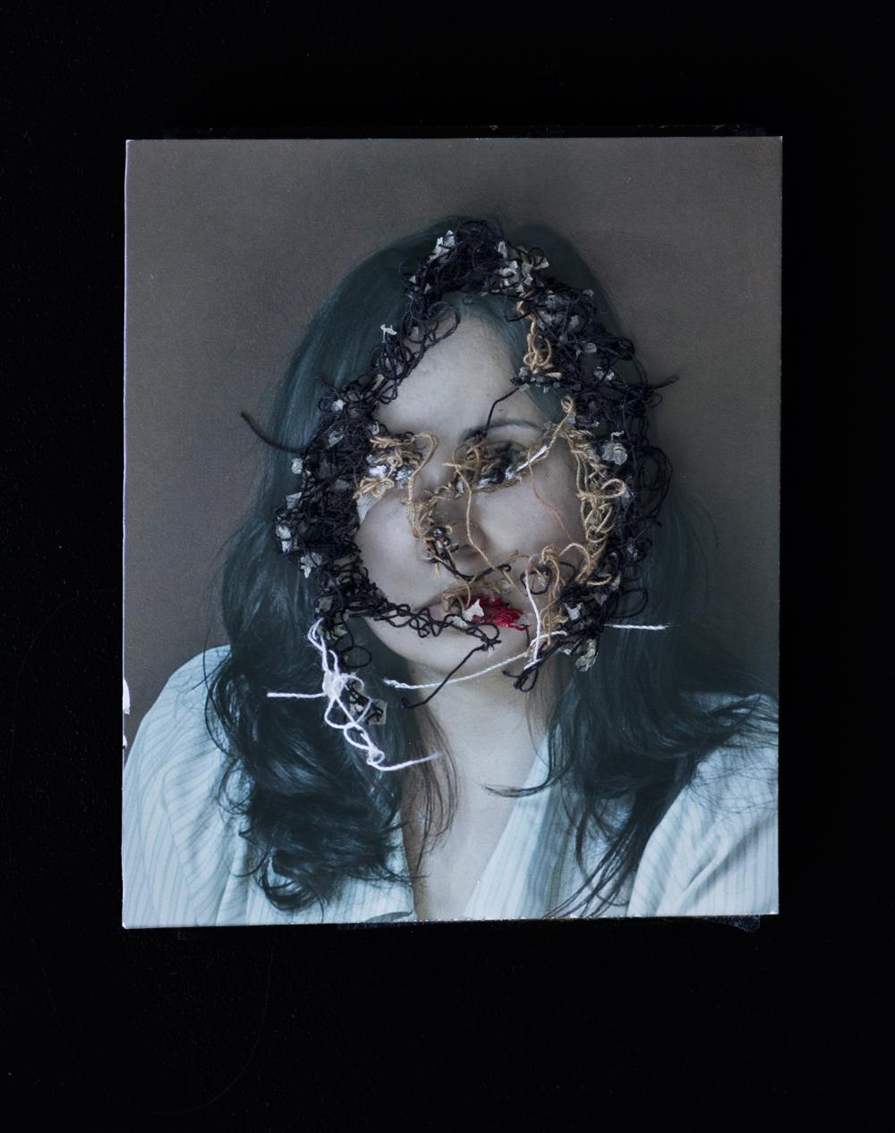 Mi amiga Vero. A flor de piel, 20. 10x15 cm. Fotografía, hilo y piel. 2013