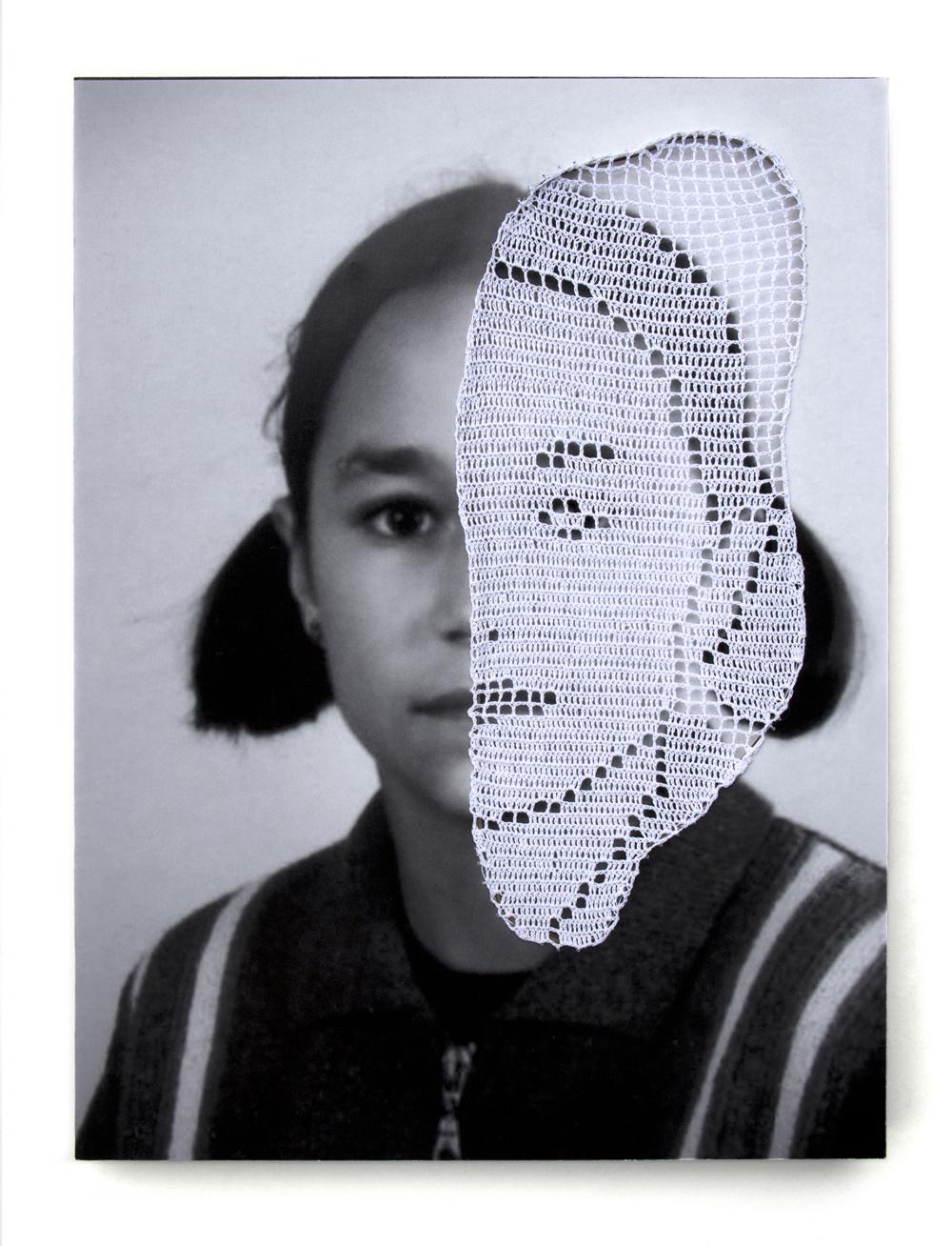 Parcas, 03. Fotografía y ganchillo. 40 x 30 cm. 2011